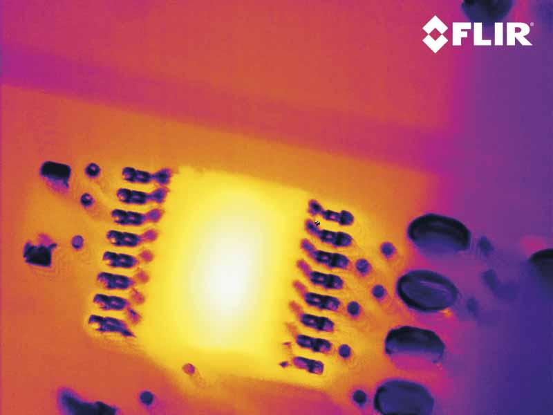 Перегрев элементов платы на экране тепловизора