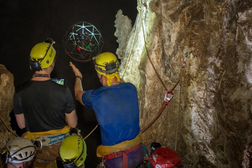 БПЛА Elios в подземном мире